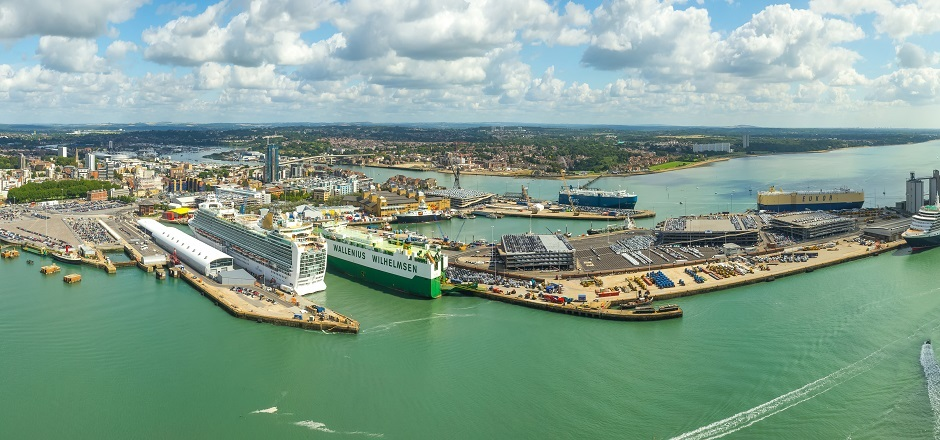 Macquarie's Green Investment Group, SGN Explore Hydrogen Superhub on UK South Coast